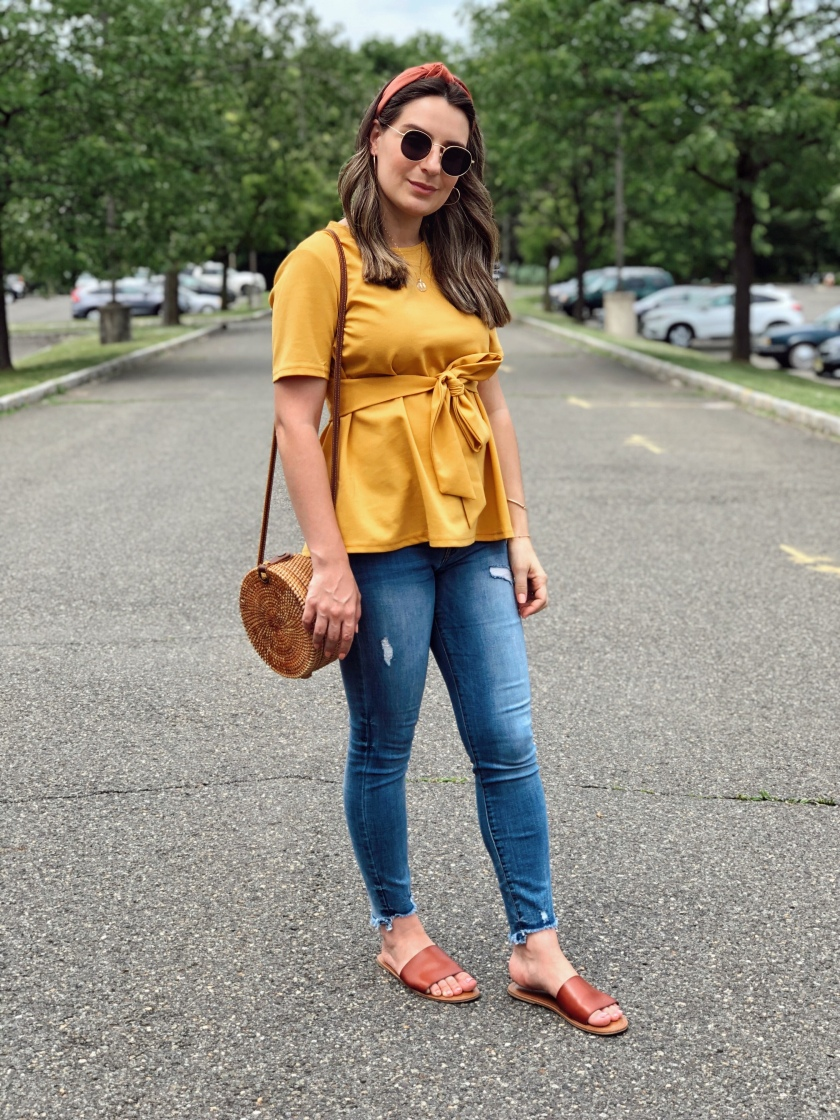 27aae0b5ff Look: Mustard Top and Jeans